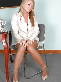 Charming executive with lusty pantyhose delights