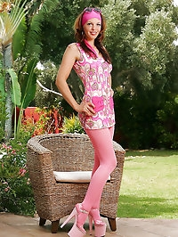 Girlie's pink pantyhose are wondrous