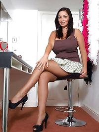 Michelle Bond - Sexy surprise...