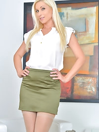 All natural Czech mom Vanessa Hell is only getting hotter..