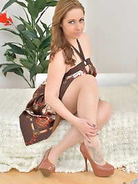 Czech mom Daria Glower is an endowed hottie with big..