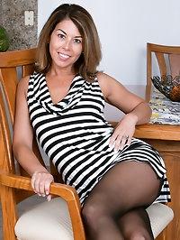 Niki Leggy Stunner