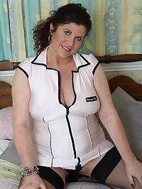 Curvy Busty MILF Jilly