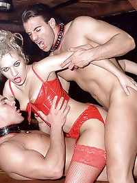 5 hot chicks in sexy lingerie have wild party