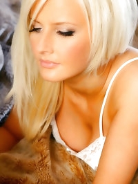 Breathtaking blonde Michelle Marsh relaxes in gorgeous..