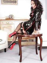Latex mistress Nadja waiting you at her house