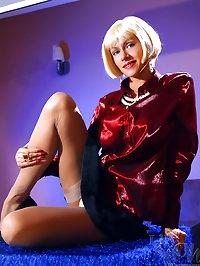 Hot secretary Milf spreads sexy legs in stockings