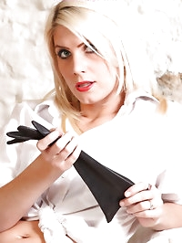 Kinky blonde in stockings puts on leather gloves and..