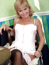 Older mature babe Cathy Oakley naked in only stockings.