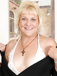 52 year old housewife Sindy Silver slips off her sexy..