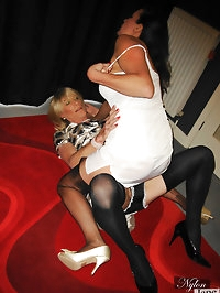 Sexy blonde tranny gets to feel Janes hands over her body