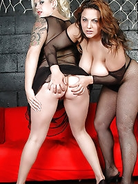 Big tits Cherry & Mellie D dildo action