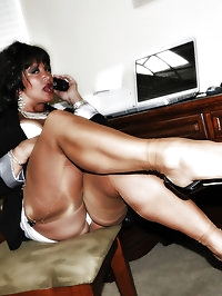 Office girl is feeling awfully lusty